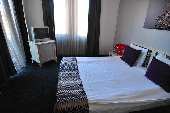 Hotel  Studio: Room