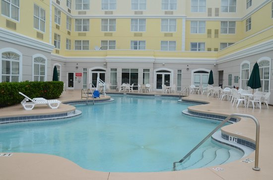 Country Inn & Suites By Carlson, Port Canaveral : Country Inns from the pool