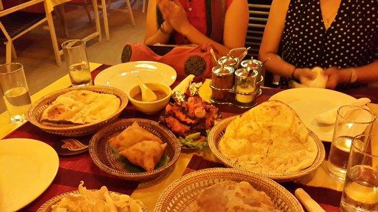 ABABA Curry House: Naan, samosa, chicken tandori ...all delicious food...