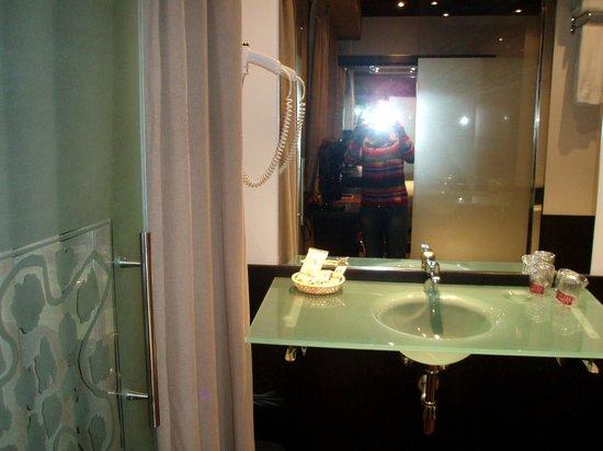 Petit Palace Puerta Del Sol : Ванная комната
