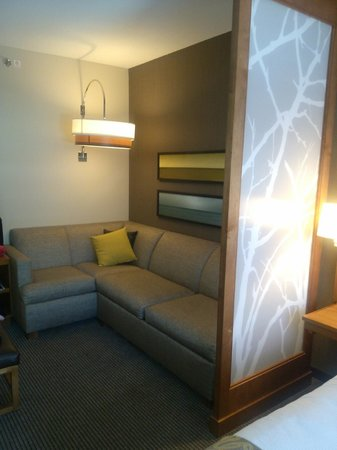 Hyatt Place Delray Beach: King room, sleep sofa