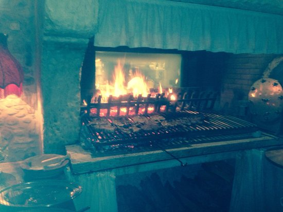 Locanda Sandi : La griglia dove viene arrostita la carne