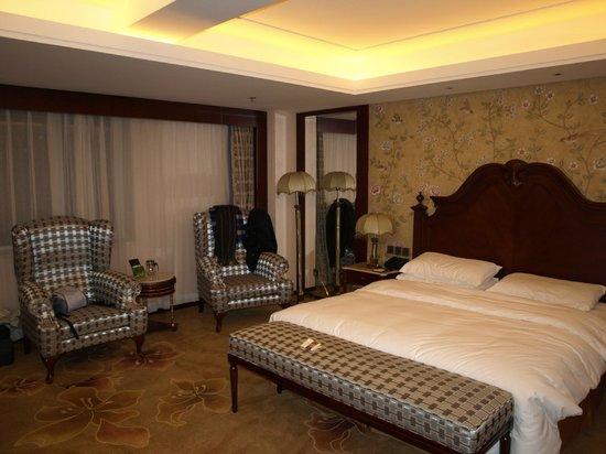 Royal Phoenix Beijing: habitación muy grande