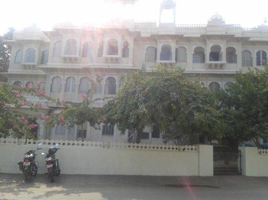 Ram Pratap Palace: front view of hotel