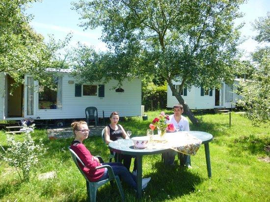 Camping Clos Mer et Nature: Mobile home paysagé