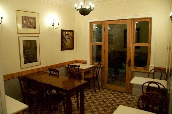 Hotel Empress Zoe: dining area