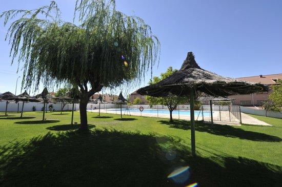 Hotel puerta de segovia espa a opiniones y comparaci n for Hotel piscina segovia