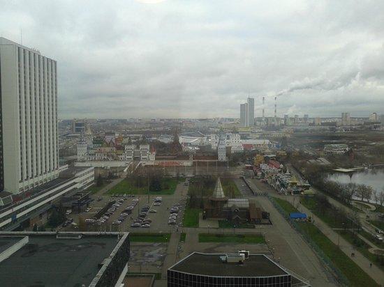 Alfa Hotel: Vistas desde la habitacion desde la que se ve el mercadillo