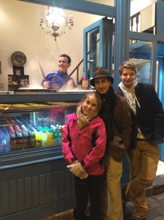 La Droguerie : Photobombed by the crepe maker!