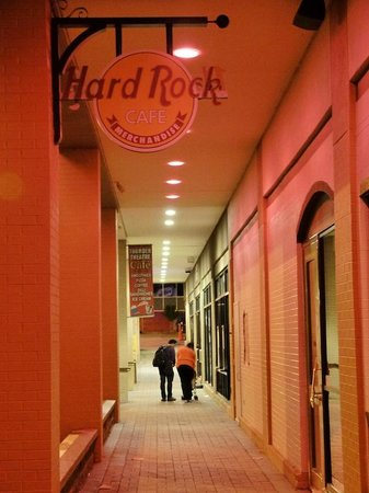 Hard Rock Cafe: Outside