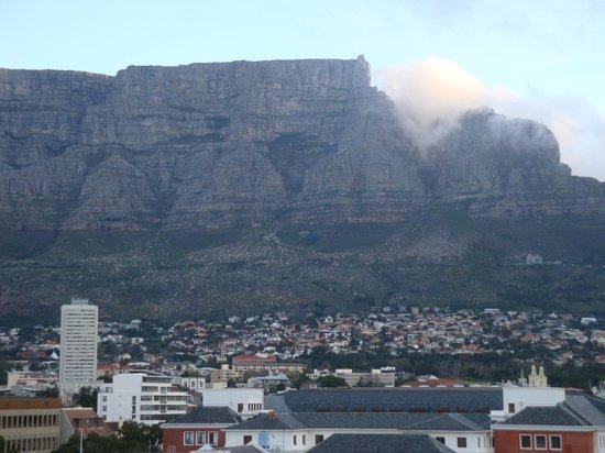 Taj Cape Town: la montagna della Tavola dalla finestra dell'Hotel