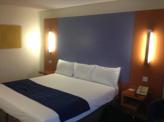 Ramada London North M1: Nice solid king size bed