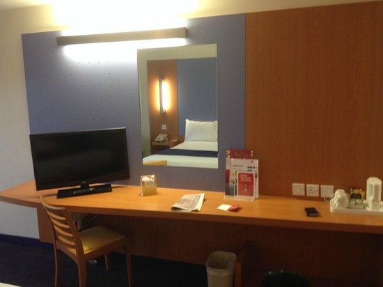 Ramada London North M1: Work area