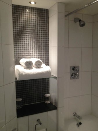 Ramada London North M1: Bathroom