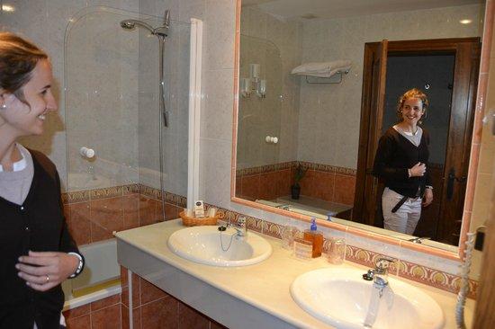 La Cepada Hotel: Baño
