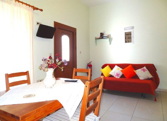 Anemoessa Studio Apartments: Living room of the apt 1