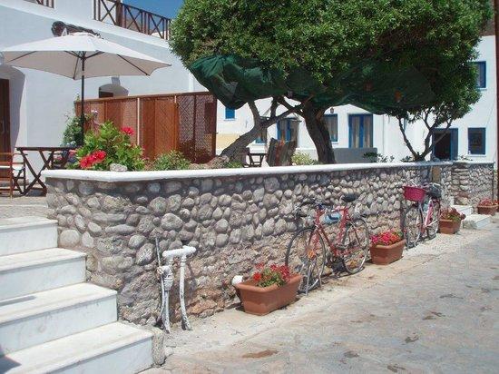 Anemoessa Studio Apartments: pedestrian