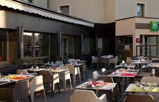 Ibis Styles Clermont Ferrand Le Brezet Aeroport : Terrasse restaurant