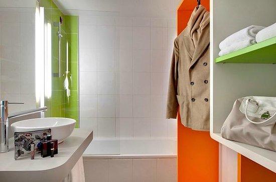 Ibis Styles Clermont Ferrand Le Brezet Aeroport : Salle de bains