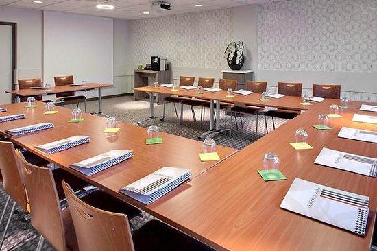 Ibis Styles Clermont Ferrand Le Brezet Aeroport : Salle de réunion