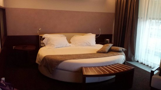Aqualux Hotel Spa & Suite Bardolino: Round suite