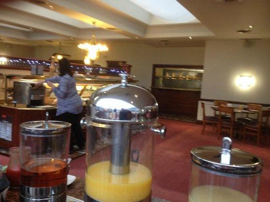 Park Inn by Radisson Nottingham: inactive hot plate at back of restaurant