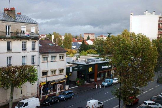 Kyriad Prestige Joinville Le Pont: vista dalla finestra della camera