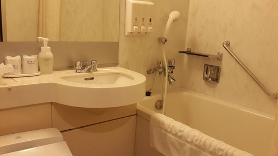 Hotel Rose Garden Shinjuku: Clean bathroom