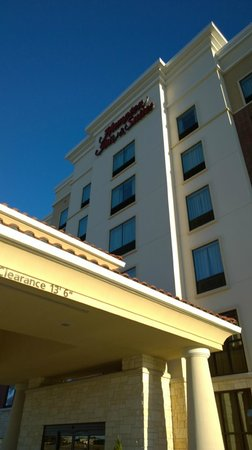 Hampton Inn & Suites Dallas / Lewisville - Vista Ridge Mall: Entrance