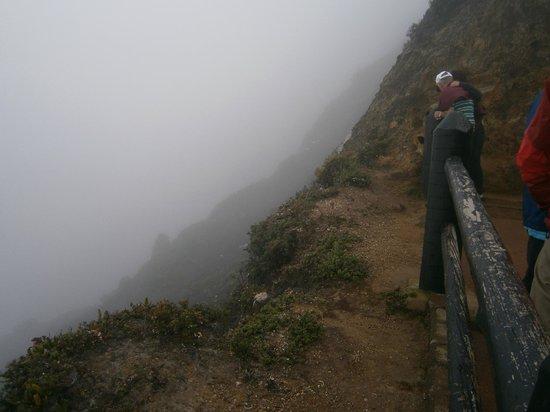 Morgan's Cove Resort & Casino : Cratère du volcan Poas, par une journée nuageuse