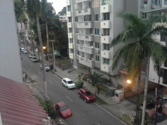 Costa Azul Hotel: Front street view