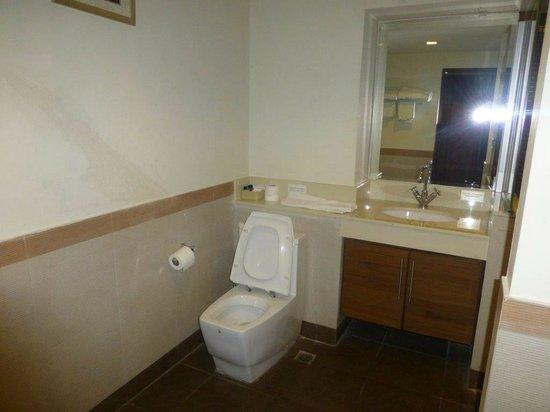 D Varee Diva Bally Sukhumvit: clean bathroom
