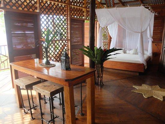 Manicou River: Handmade furniture, luxury bedding