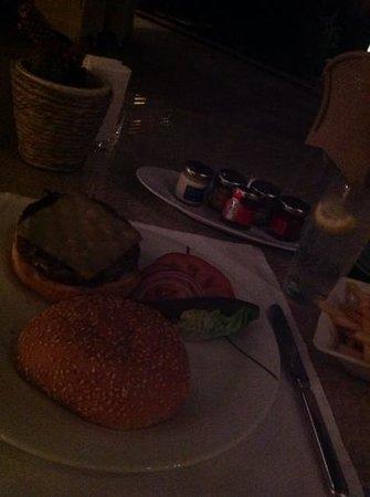 Park Hyatt Jeddah - Marina, Club & Spa: Finally I got my burger....