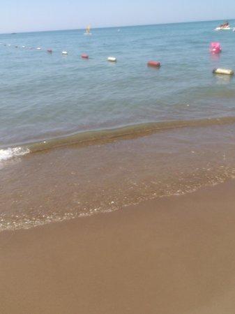 Belconti Resort Hotel: чистое море