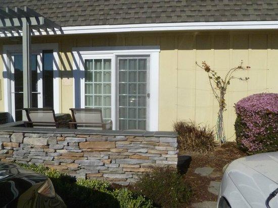 Fireside Inn on Moonstone Beach: patio - room 117