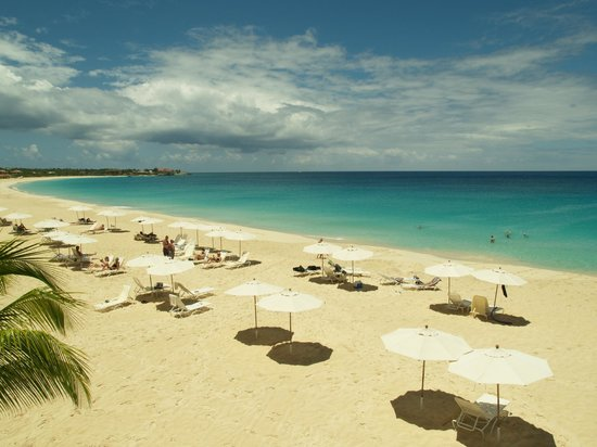 Carimar Beach Club: You walk just a few yards down to this gorgeous beach.