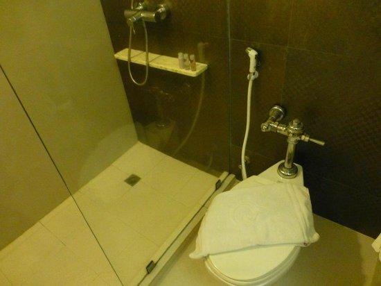 Centara Hotel Hat Yai: bathroom