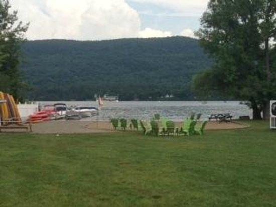 Shore Meadows Motel: beach/campfire area with dock