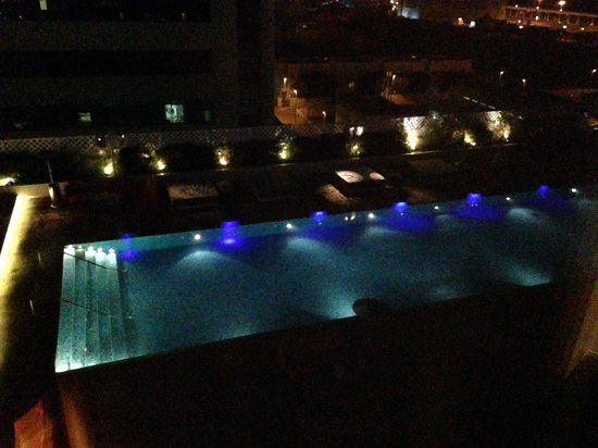 Media One Hotel Dubai: Room 1022 - Facing the pool