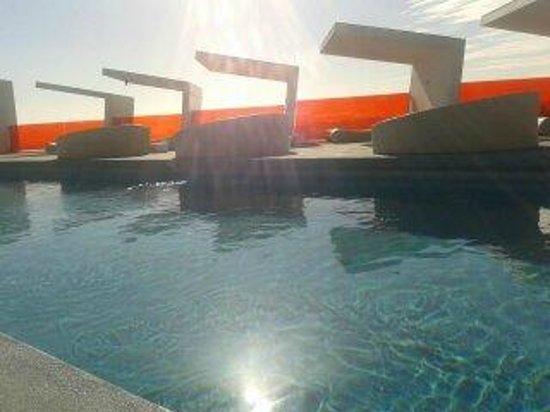 DoubleTree by Hilton Hotel Resort & Spa Reserva del Higueron : Pool area.