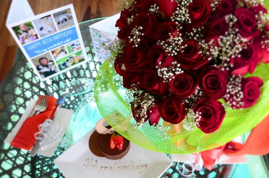 Jumeirah Vittaveli: My surprise birthday cake and 40 red roses for my 40th Birthday