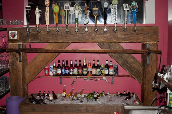 O'Grady's Grill and Bar: Taps and Antique Tub