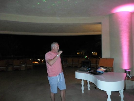 The Grand Hotel Sharm El Sheikh: Entertainment you can join in and sing