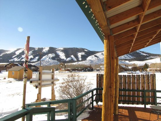 Mountain View Historic Hotel : Winter view