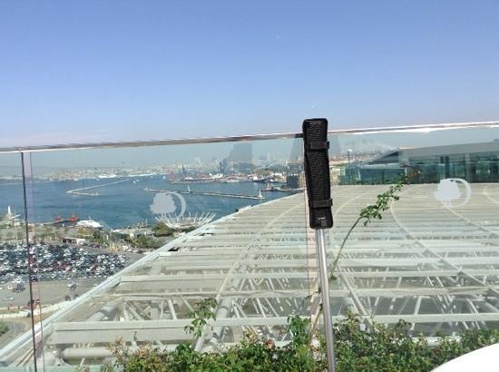 DoubleTree by Hilton Istanbul - Moda : вид с крыши, где бассейн