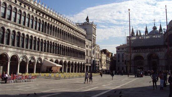 Basilique Saint-Marc : plaza