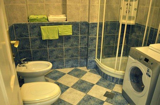 Hostel Magic : Shared Bathroom