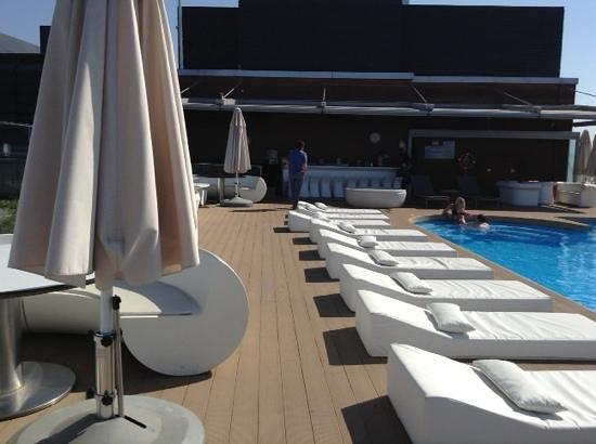 DoubleTree by Hilton Istanbul - Moda : бассейн