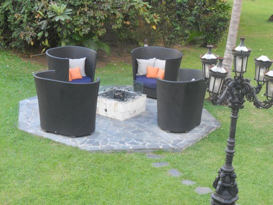 Sandals Halcyon Beach Resort: Fire pits to sit by at night